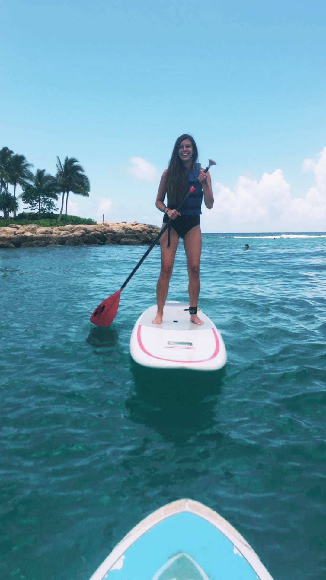 paddleboarding at aulani || mintarrow.com