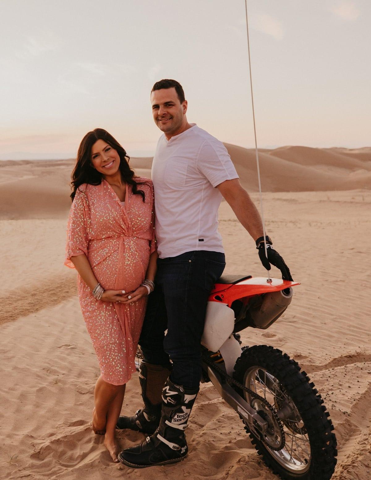 sand dunes maternity photoshoot