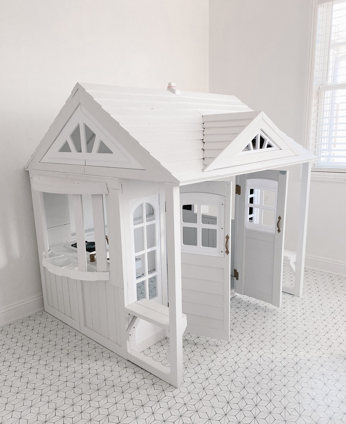 playhouse makeover in playroom