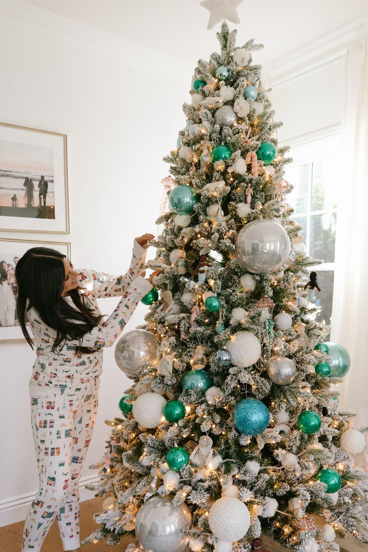 7 Themed Christmas Tree Ideas A Special Savings Code Mint Arrow
