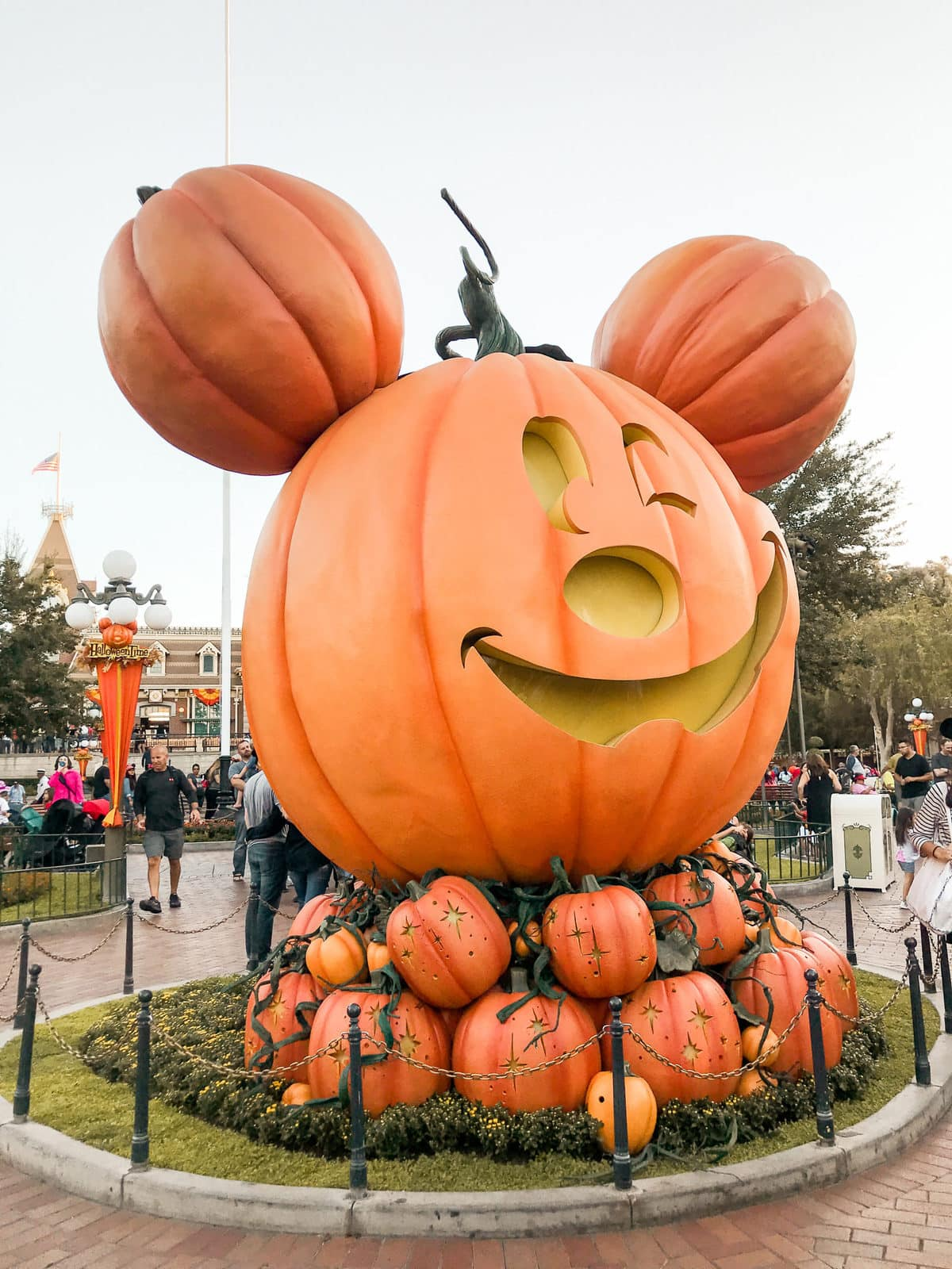 when does disneyland decorate for halloween?